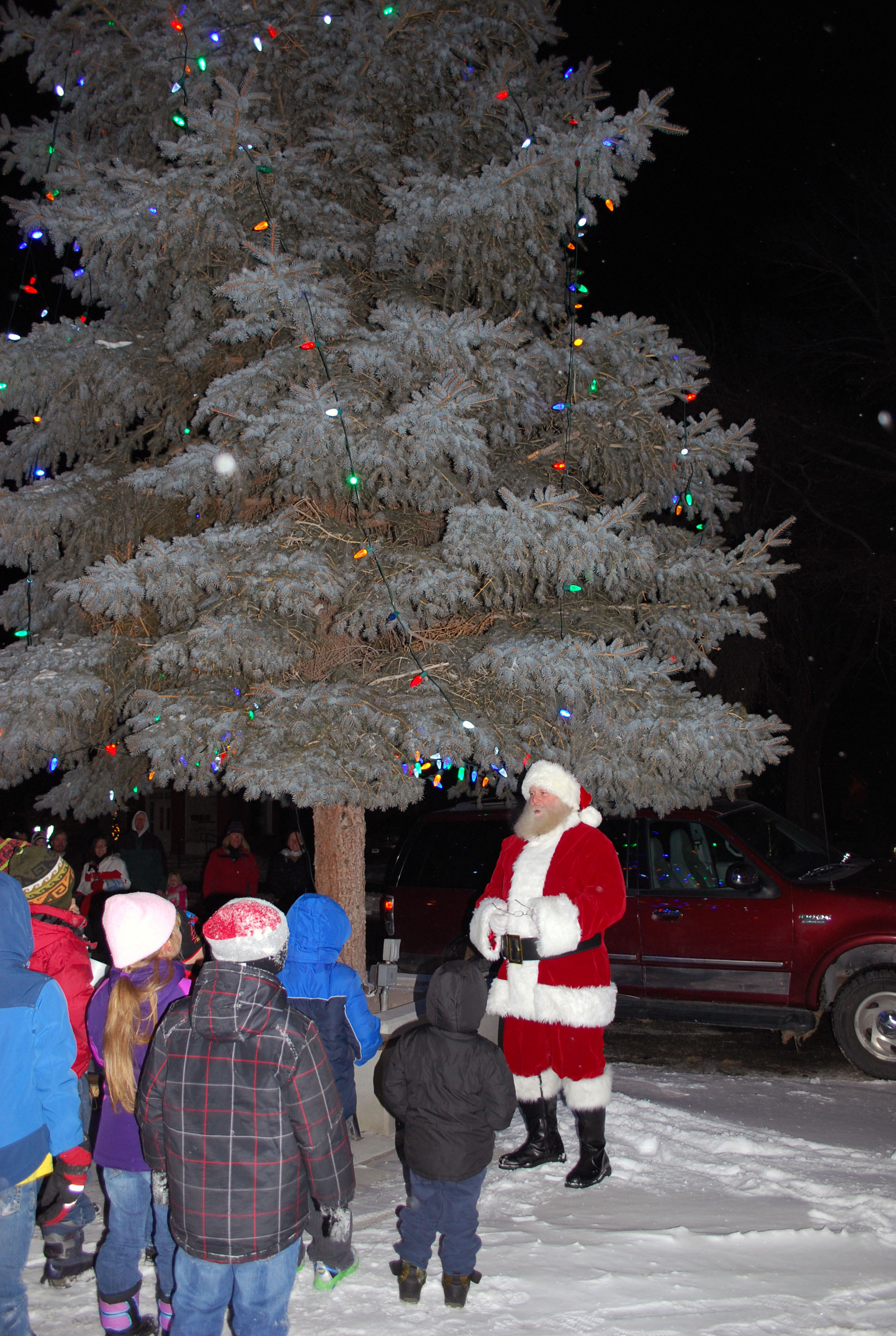 Local businesses make tree lighting ceremony possible