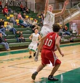 Wins keep Eureka boys in playoff contention
